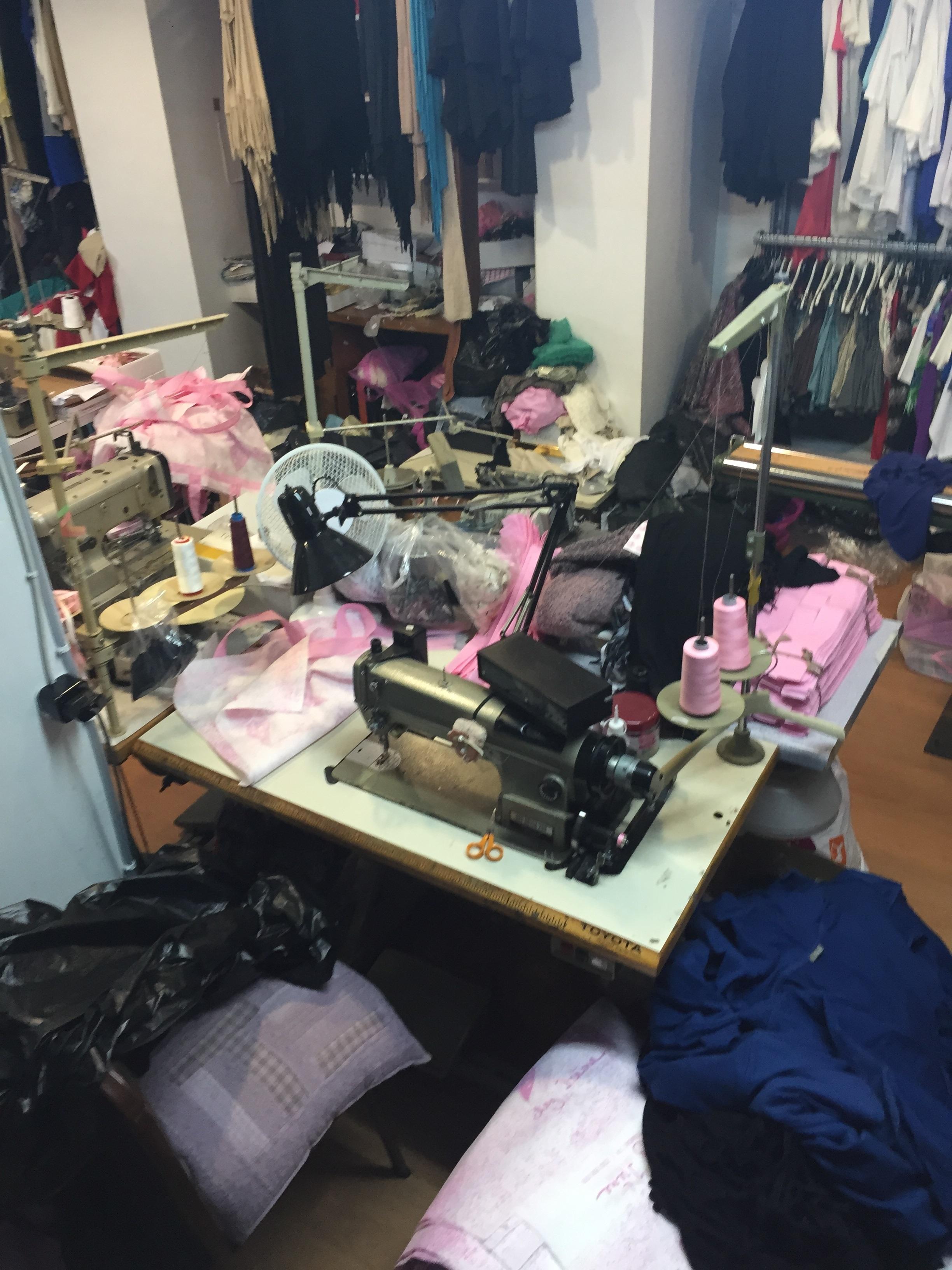 Θεσσαλονίκη  Χιλιάδες ρούχα «μαϊμού» σε 6 καταστήματα της πόλης! (φωτό) c4e2f2a3609
