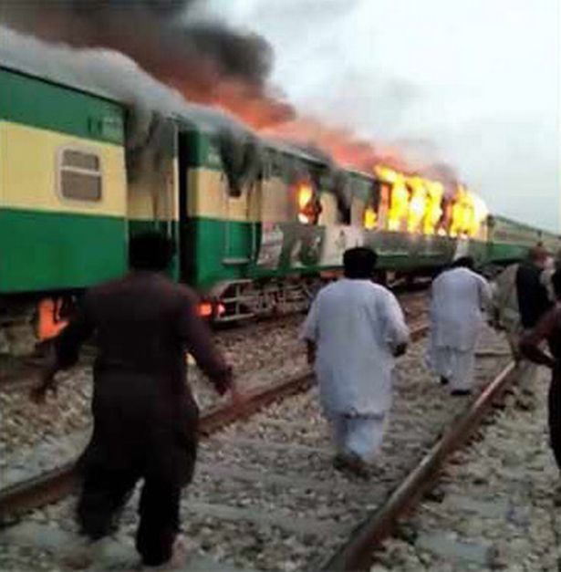 pakistan_train_fire_1.jpg