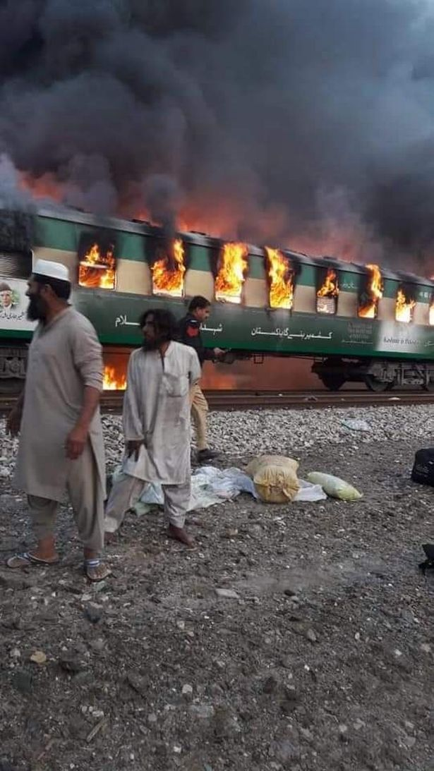 pakistan_train_fire_2.jpg