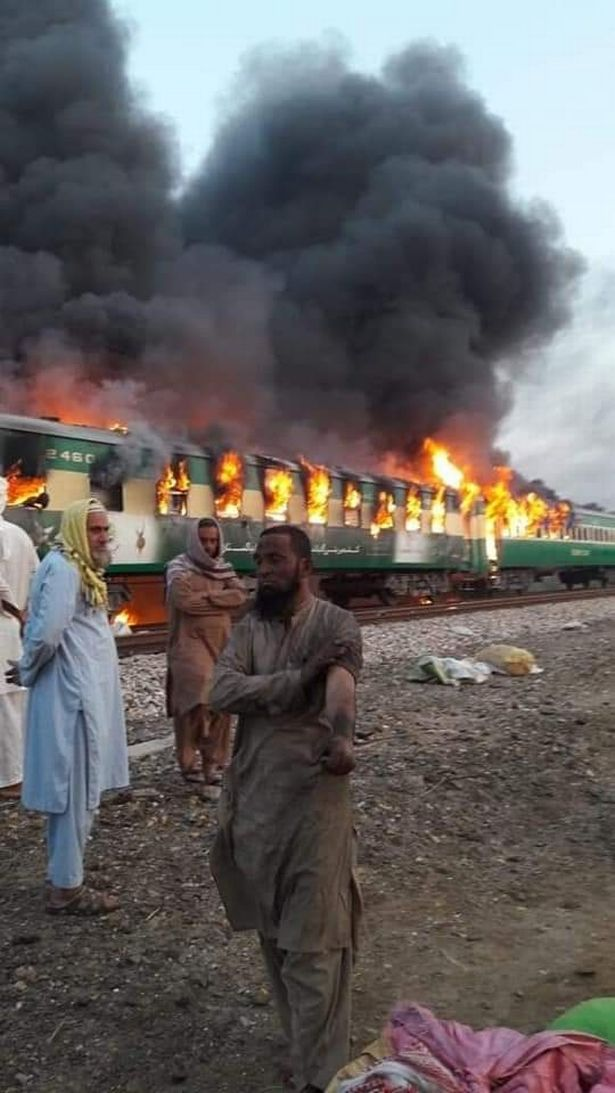 pakistan_train_fire_3.jpg