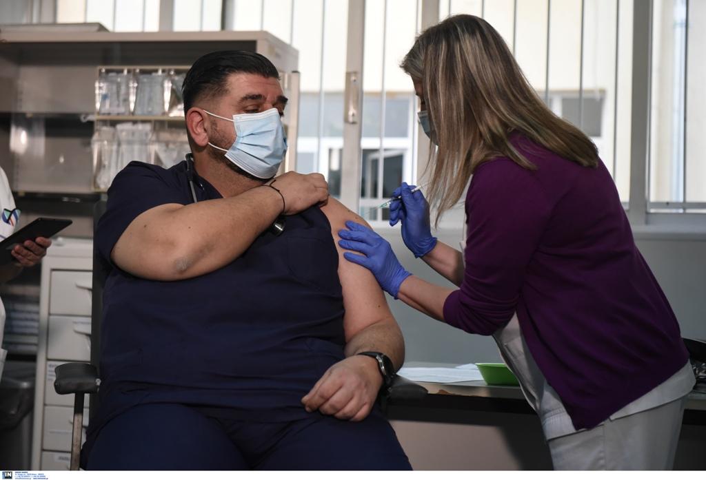 Κορωνοϊός: Ξεκίνησαν οι πρώτοι εμβολιασμοί στη Θεσσαλονίκη (ΦΩΤΟ), φωτογραφία-2