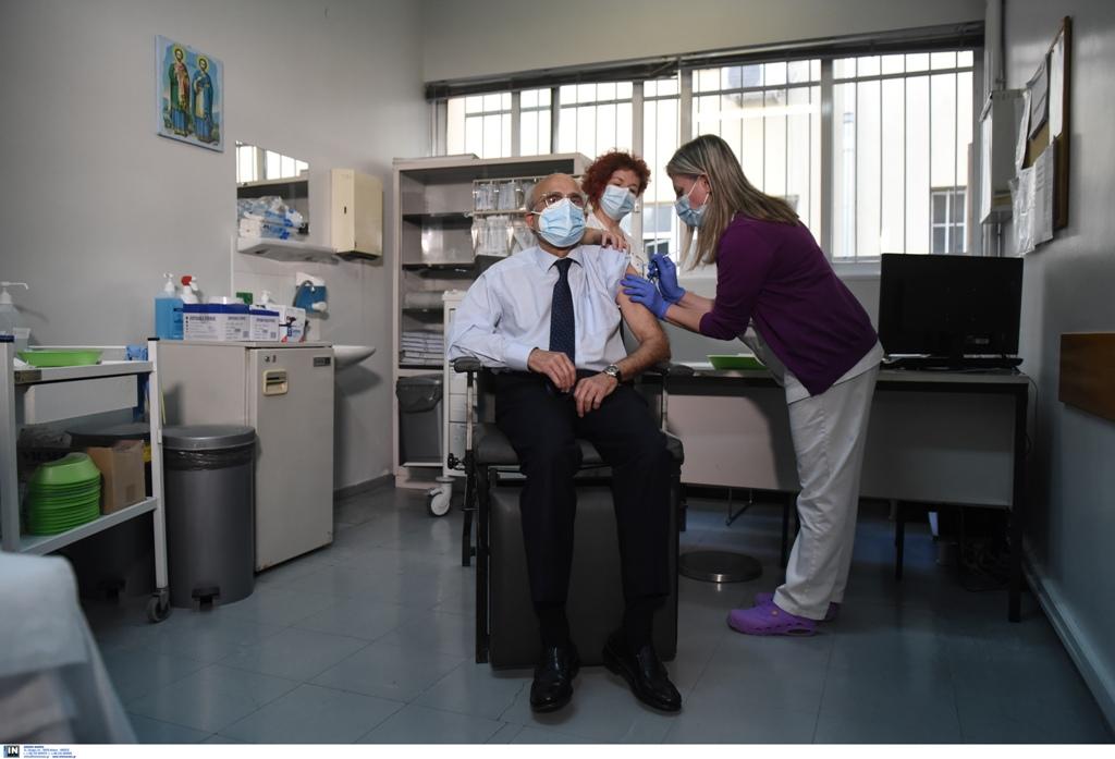 Κορωνοϊός: Ξεκίνησαν οι πρώτοι εμβολιασμοί στη Θεσσαλονίκη (ΦΩΤΟ), φωτογραφία-3