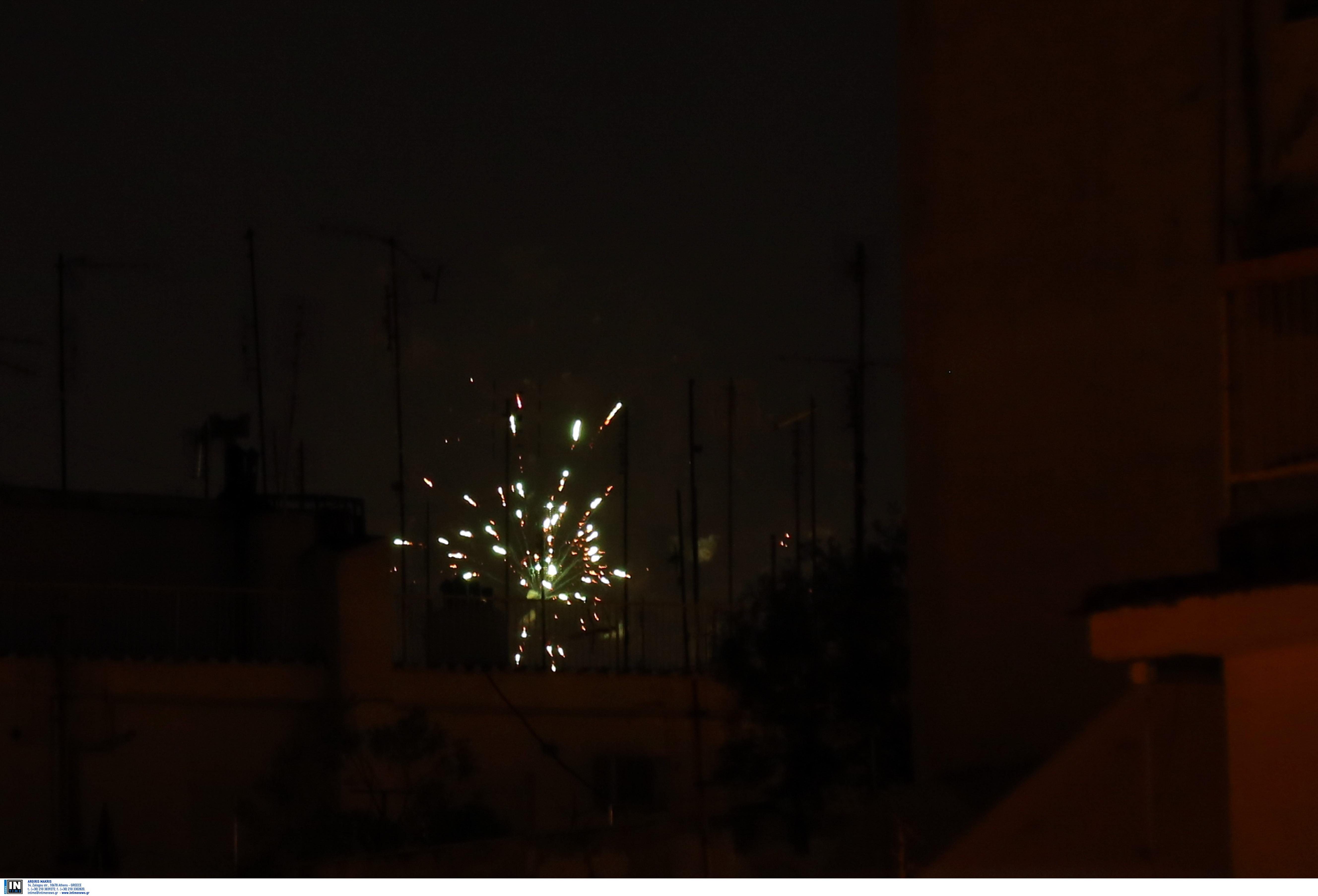 Η Θεσσαλονίκη υποδέχθηκε το 2021 με χιλιάδες πυροτεχνήματα, φωτογραφία-3