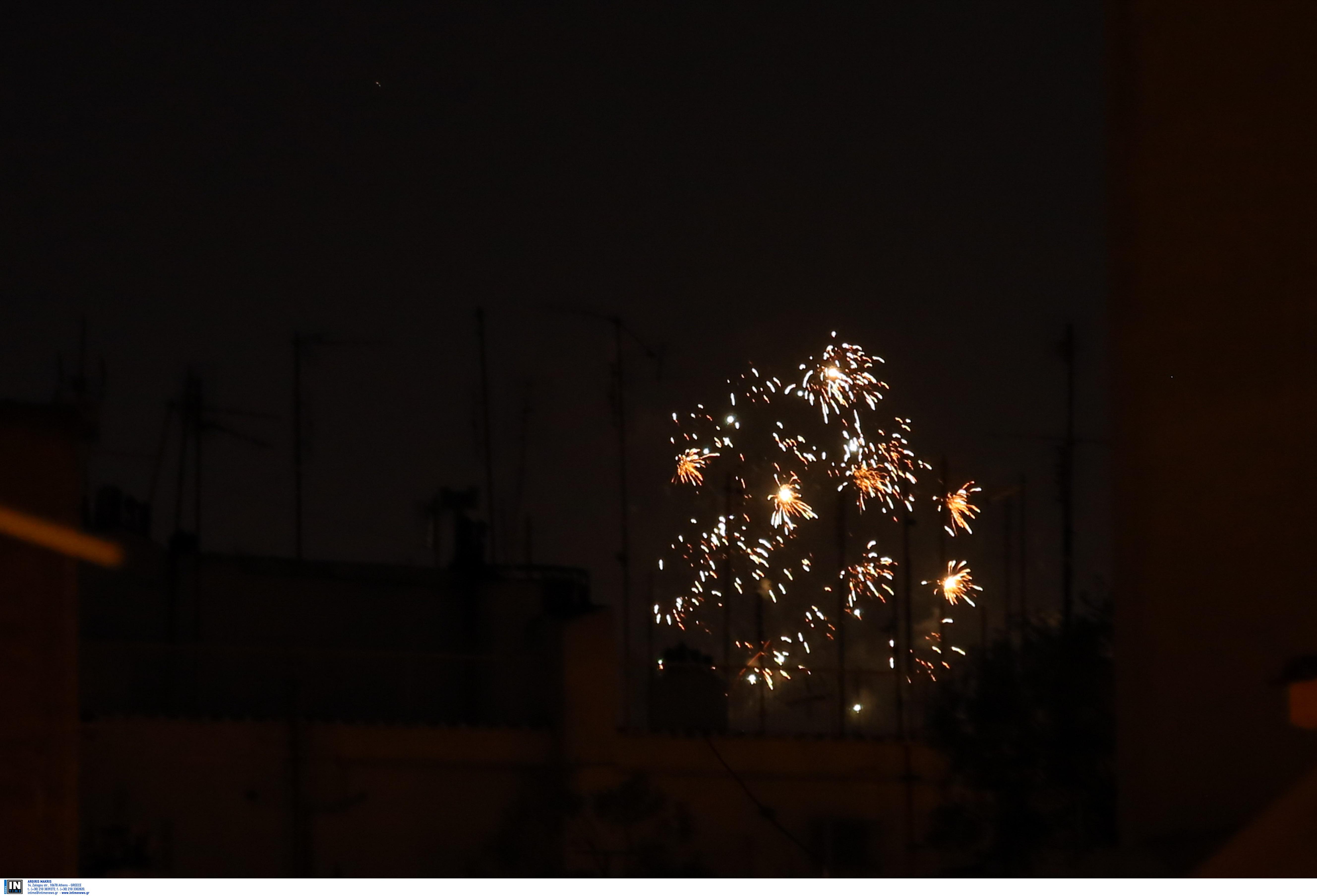 Η Θεσσαλονίκη υποδέχθηκε το 2021 με χιλιάδες πυροτεχνήματα, φωτογραφία-4