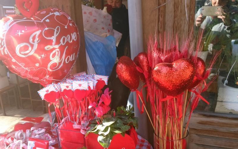51326cfc8b Θεσσαλονίκη  Γιορτή για ερωτευμένους με προσφορές σε μαγαζιά! (ΦΩΤΟ ...