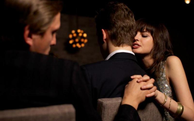 Dating επιχείρηση γυναίκα