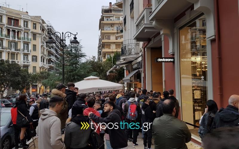 31d1e0e67fa Ουρές για παπούτσια… 220 ευρώ σε κατάστημα στη Θεσσαλονίκη (ΦΩΤΟ ...