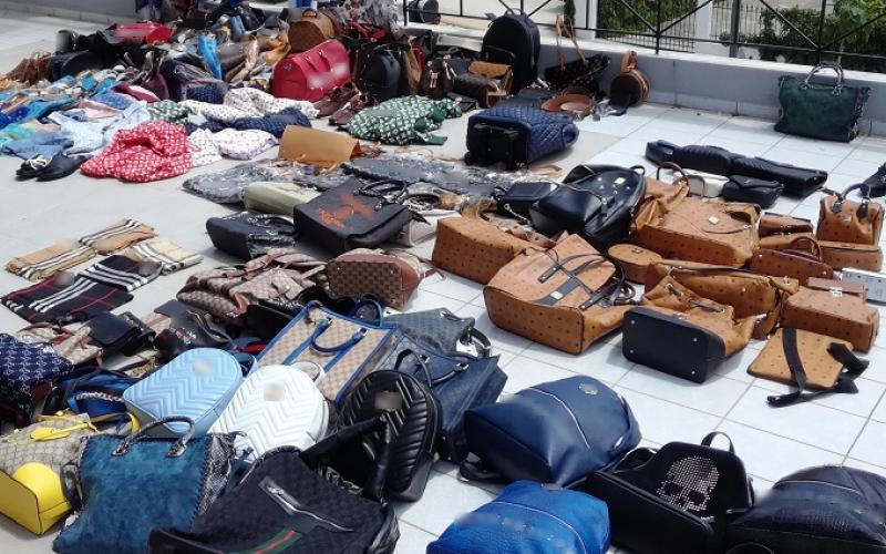 Κατάστημα στη Χαλκιδική πουλούσε προϊόντα «μαϊμού» (ΦΩΤΟ)  fc0ff1d12aa