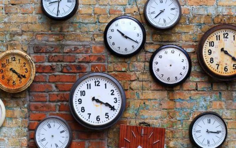 Αλλαγή ώρας: Απόψε «χάνουμε» μία ώρα ύπνο – Πώς επηρεάζει την υγεία μας