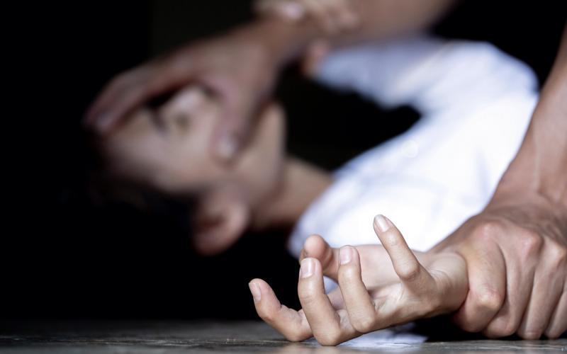 Θεσσαλονίκη: Πατέρας ασελγούσε στις κόρες του – Ο σύζυγος εξέδιδε ...