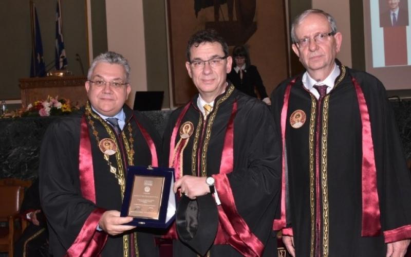 Άλμπερτ Μπουρλά: Τιμήθηκε ο βέρος Θεσσαλονικιός που είναι CEO της ...