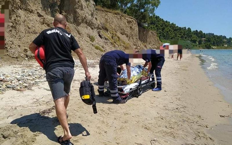 Γυναίκα ανασύρθηκε νεκρή από παραλία της Χαλκιδικής | Typosthes